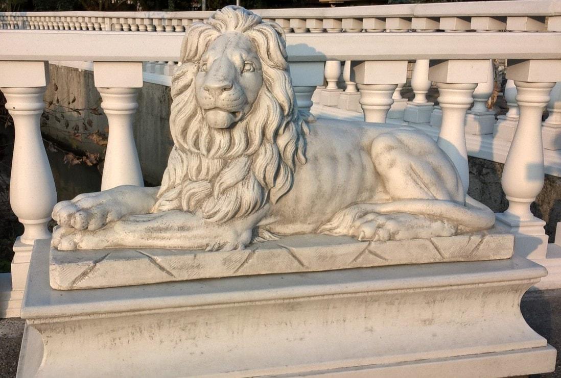 Löwe liegend exklusive Line ANTICO grau