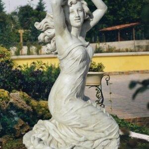 Statue Figur Gartenfigur Venere Venus auf Knien